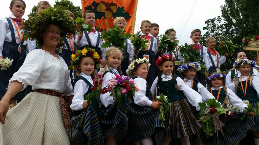 XI skolēnu dziesmu un deju svētki 2015