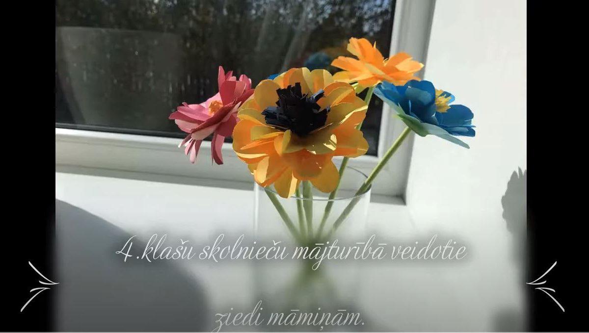 4. klašu skolnieču ziedi māmiņām