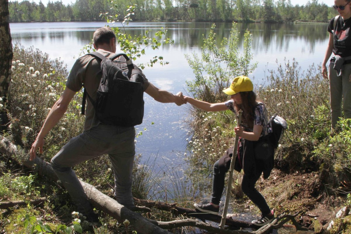 Semestra noslēguma pārgājiens pa Melnā ezera purvu