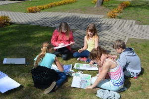 Mākslas plenērs skolas pagalmā
